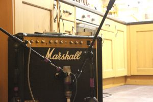 Mashall combo amp with stereo mics